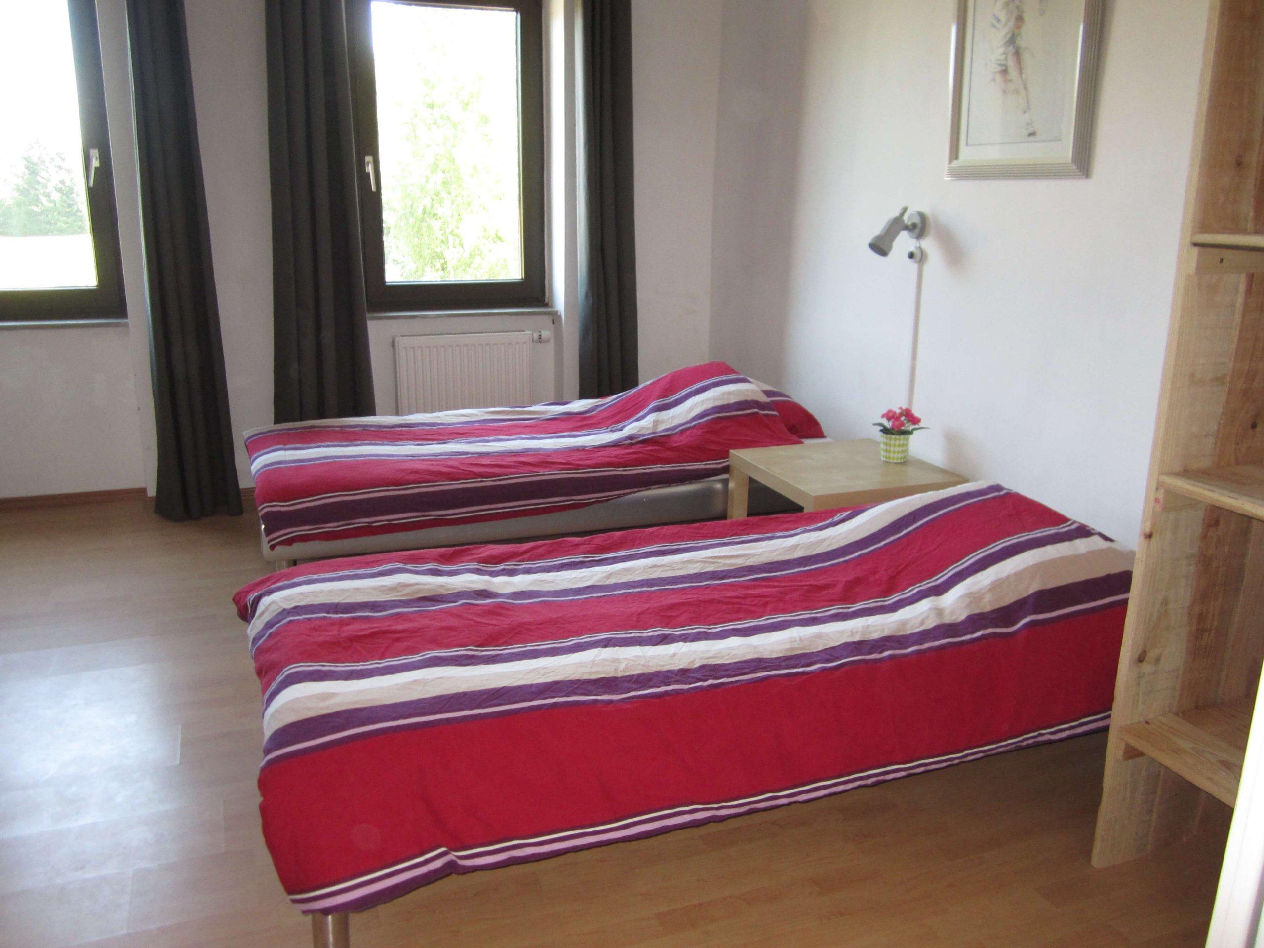 Slaapkamer waldfriede seesbach met wastafel